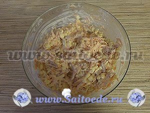 Салат с колбасой, сыром и кукурузой