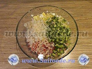 Салат с крабовыми палочками и свежим огурцом