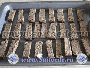 Гренки чесночные из бородинского хлеба