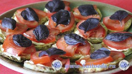 Кабачки жареные с чесноком и помидорами