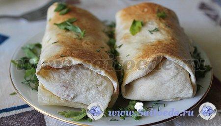 Лаваш с вареной колбасой, сыром и яйцами