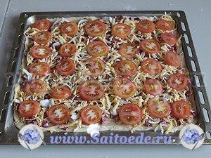 Пицца из домашнего теста с колбасой