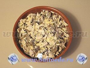 Пирог из слоеного теста с курицей и грибами