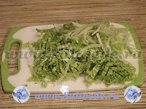 Салат с курицей, пекинской капустой и фасолью