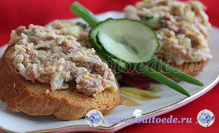 Бутерброды с печенью трески и свежим огурцом